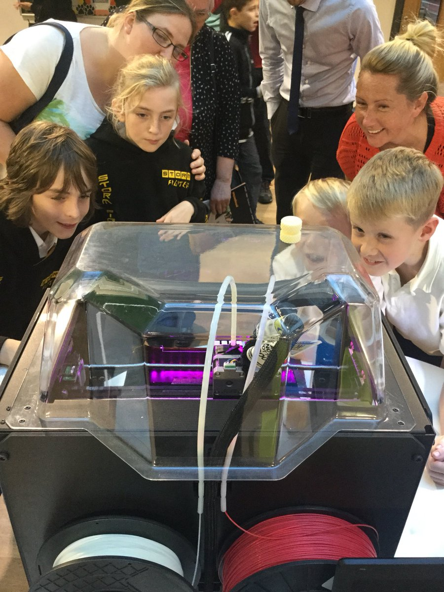 """""""Year 6 pupils (and parents) loving the 3D printer #newtechnology #makerbot #3Dprinting"""""""