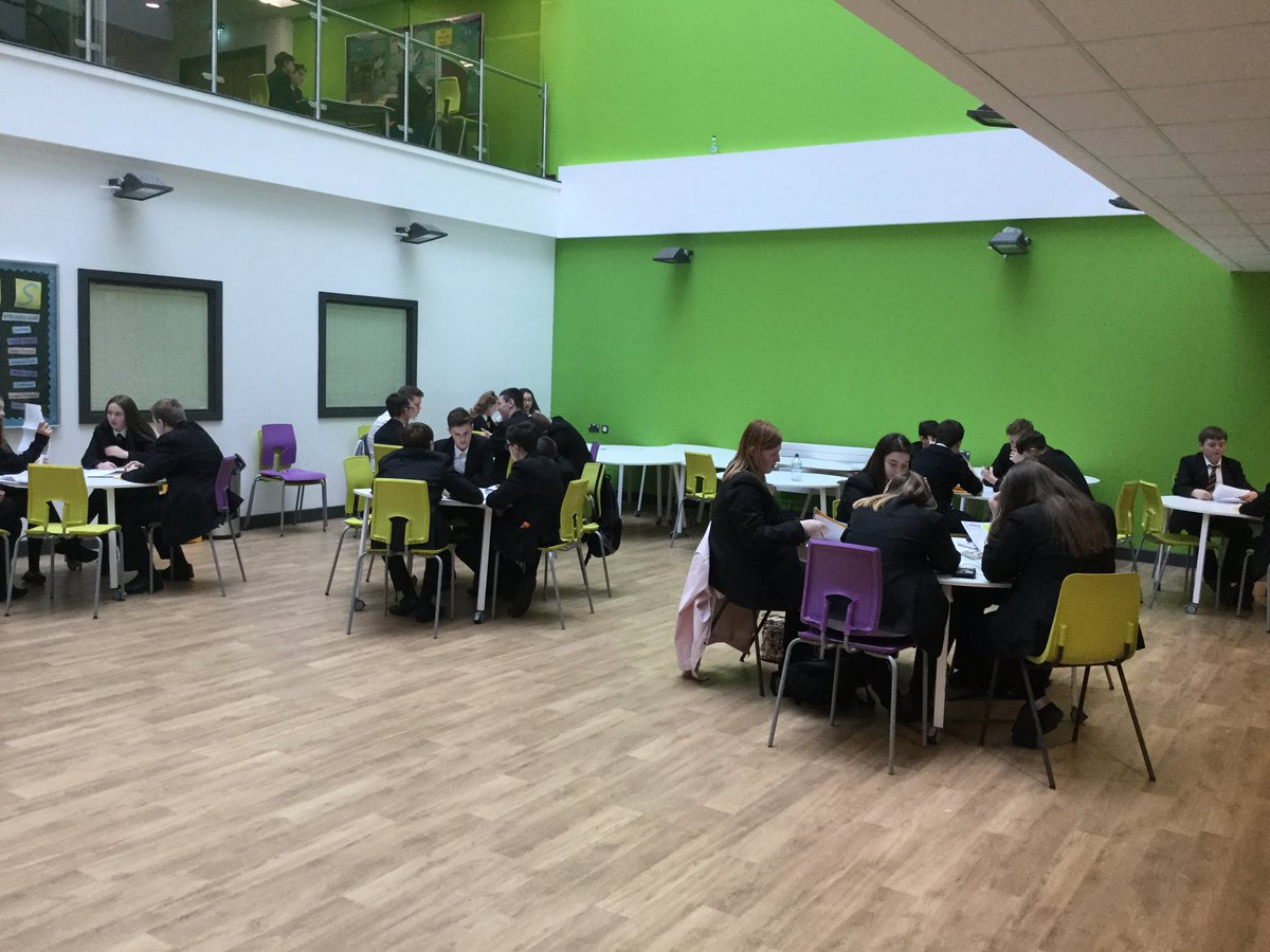 10G2 utilising our atrium to collaboratively plan OMAM essays. #omam #lit #english