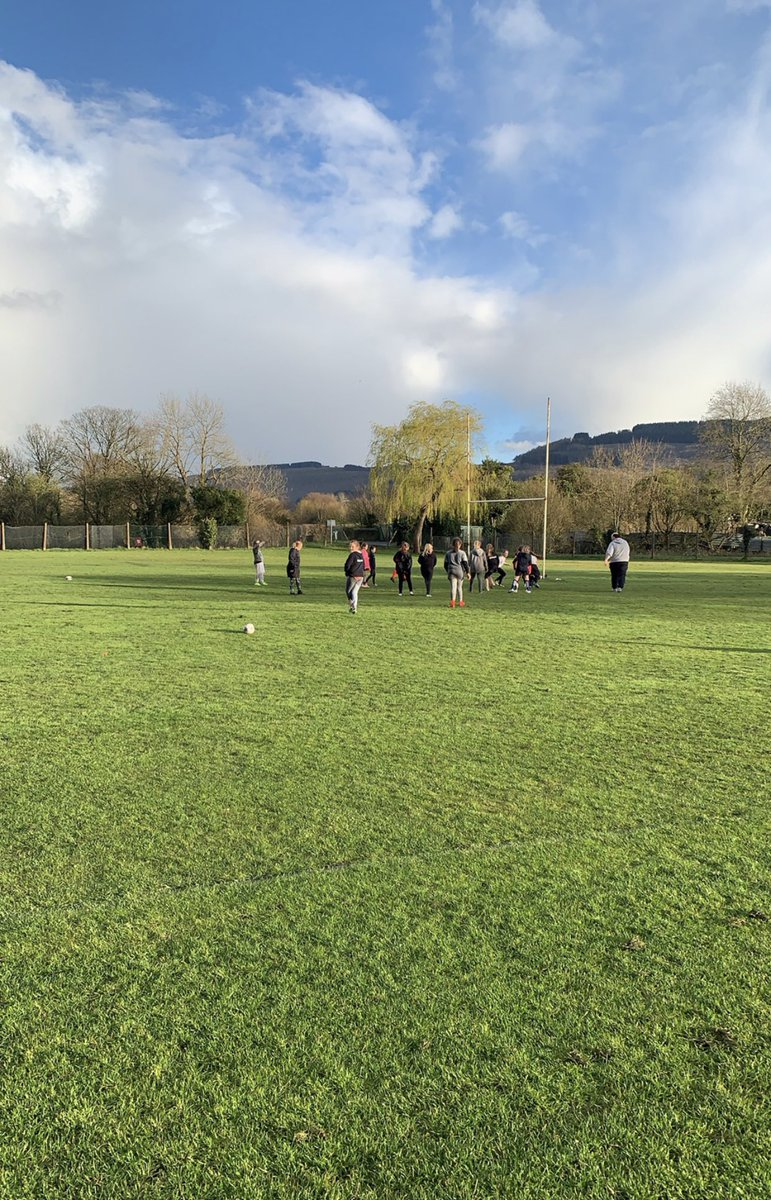 It was brilliant to see 5 new girls from primary schools we've linked with join U11s @RugbyTimbers. Getting out there and spreading the word definitely works. Well done Matt on a great session this evening.