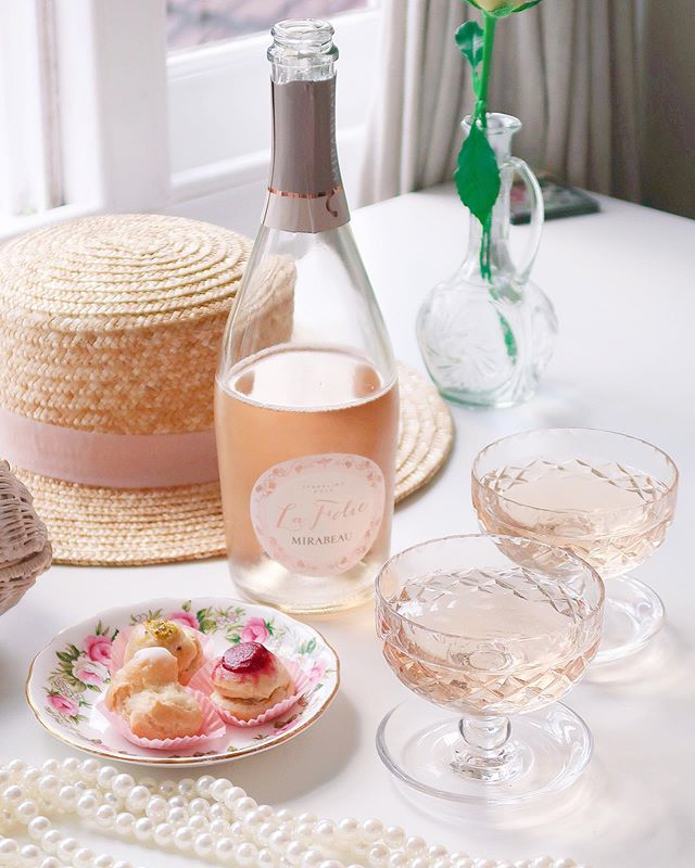 Start your week with pearls, @mirabeauwine sparkling rose & @dolce_italianpatisserie treats