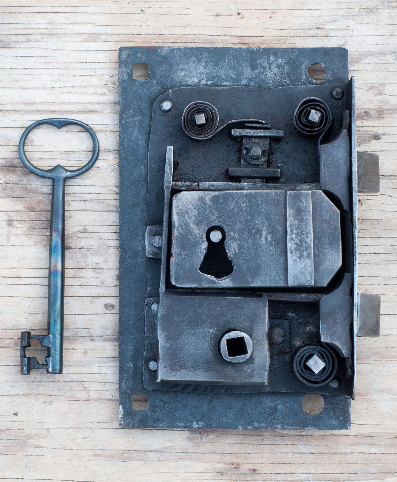 Linde Smide & Metallgestaltning. Restaurerat lås och nytillverkad nyckel