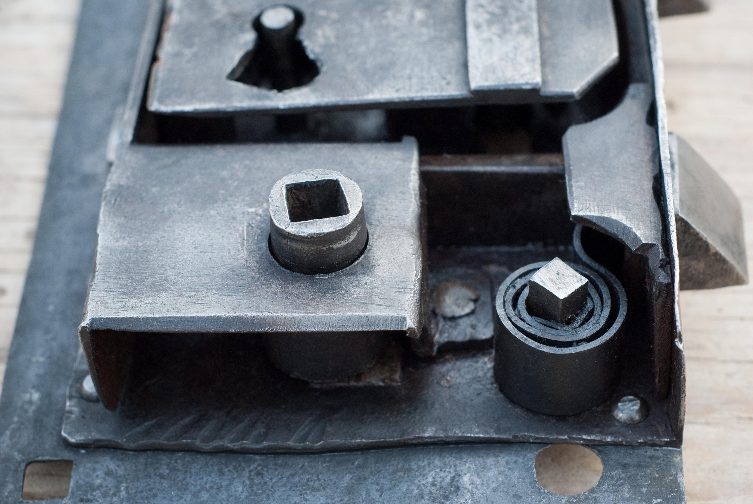 Linde Smide & Metallgestaltning. Restaurerat lås och nytillverkad nyckel.