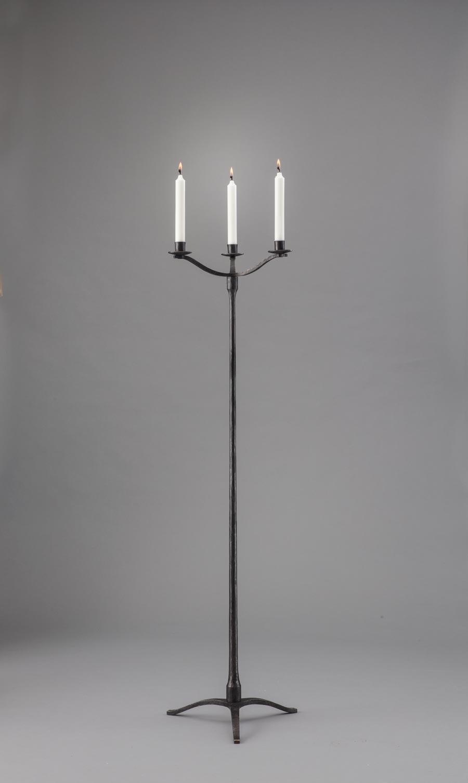 Samma botten, men med hållare för tre vanliga ljus. 120 cm hög utan ljus.