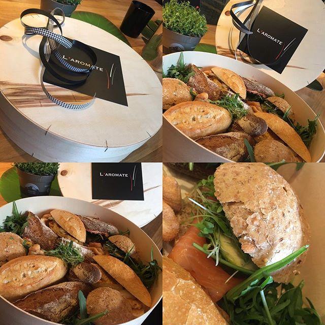 Lunch 🍴   Poulet grillé, #patatedouce au cumin, #tartare à l'italienne, cressonnette   #Saumon, fromage de chèvre, courgette grillée   Brie, choux rouge aux pommes, roquette  #lunchbox #lunchboxideas #laromatetraiteur