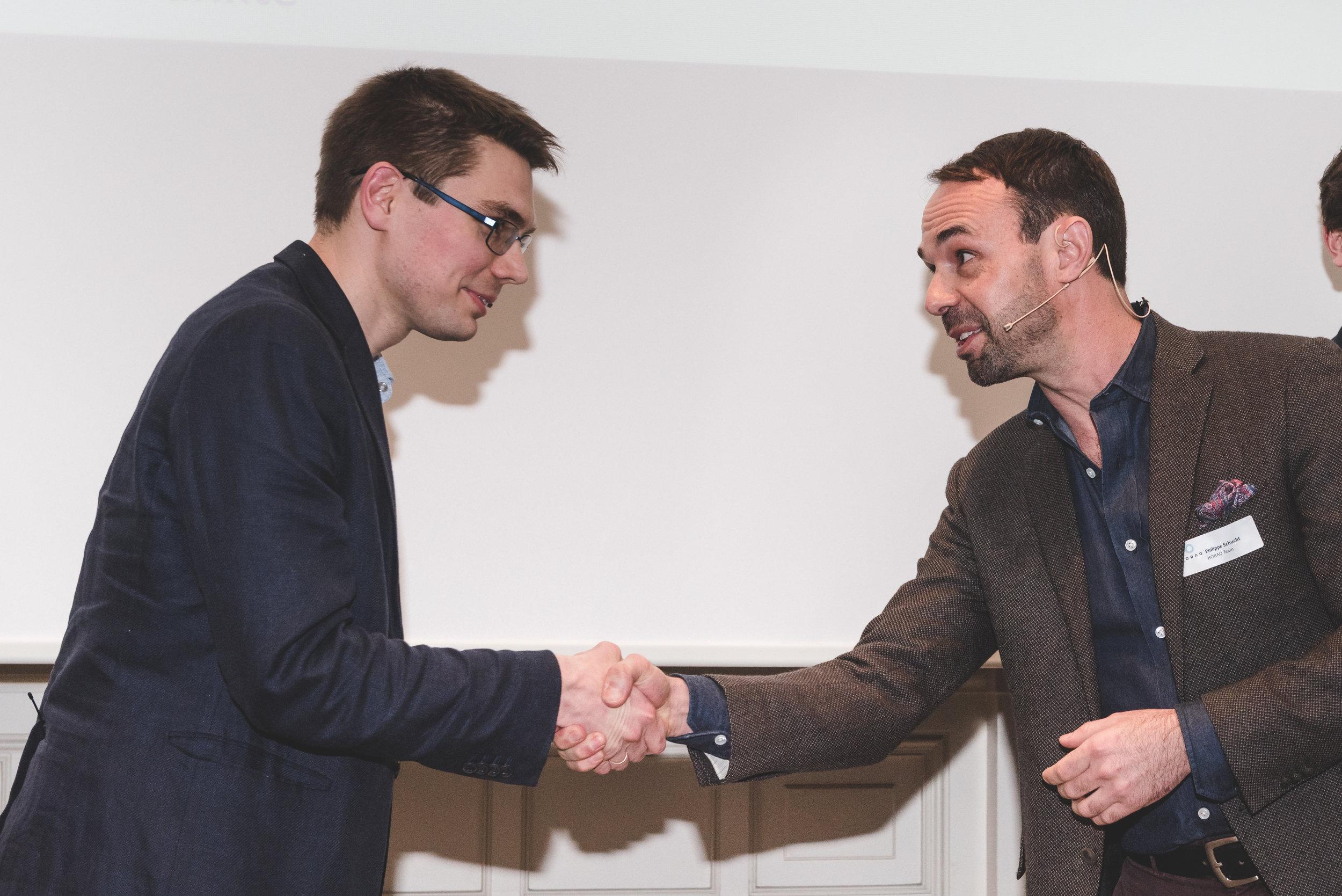Philippe Schucht (r.), Head HORAO Project, congratulates HORAO Winner Ivan Gusachenko (l.).