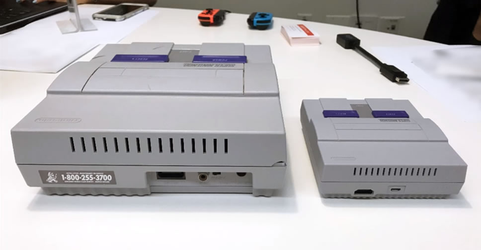 (LEFT) Original SNES, (RIGHT) SNES Classic Edition