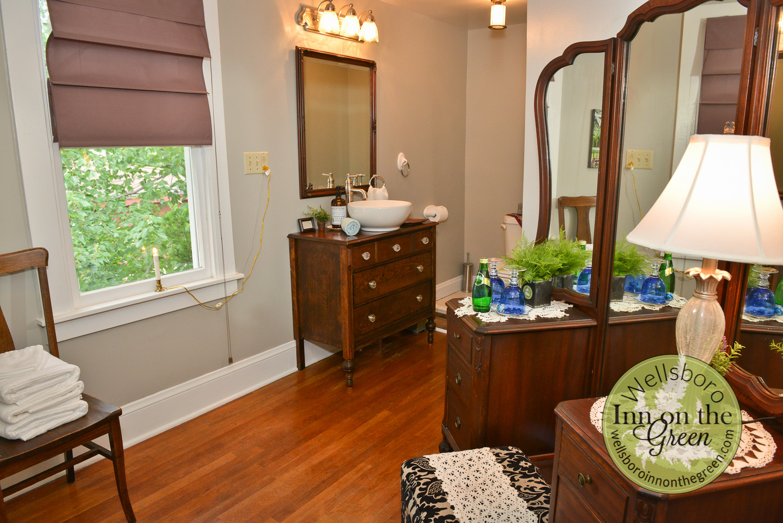 Wellsboro Inn on the Green Wynken Bathroom