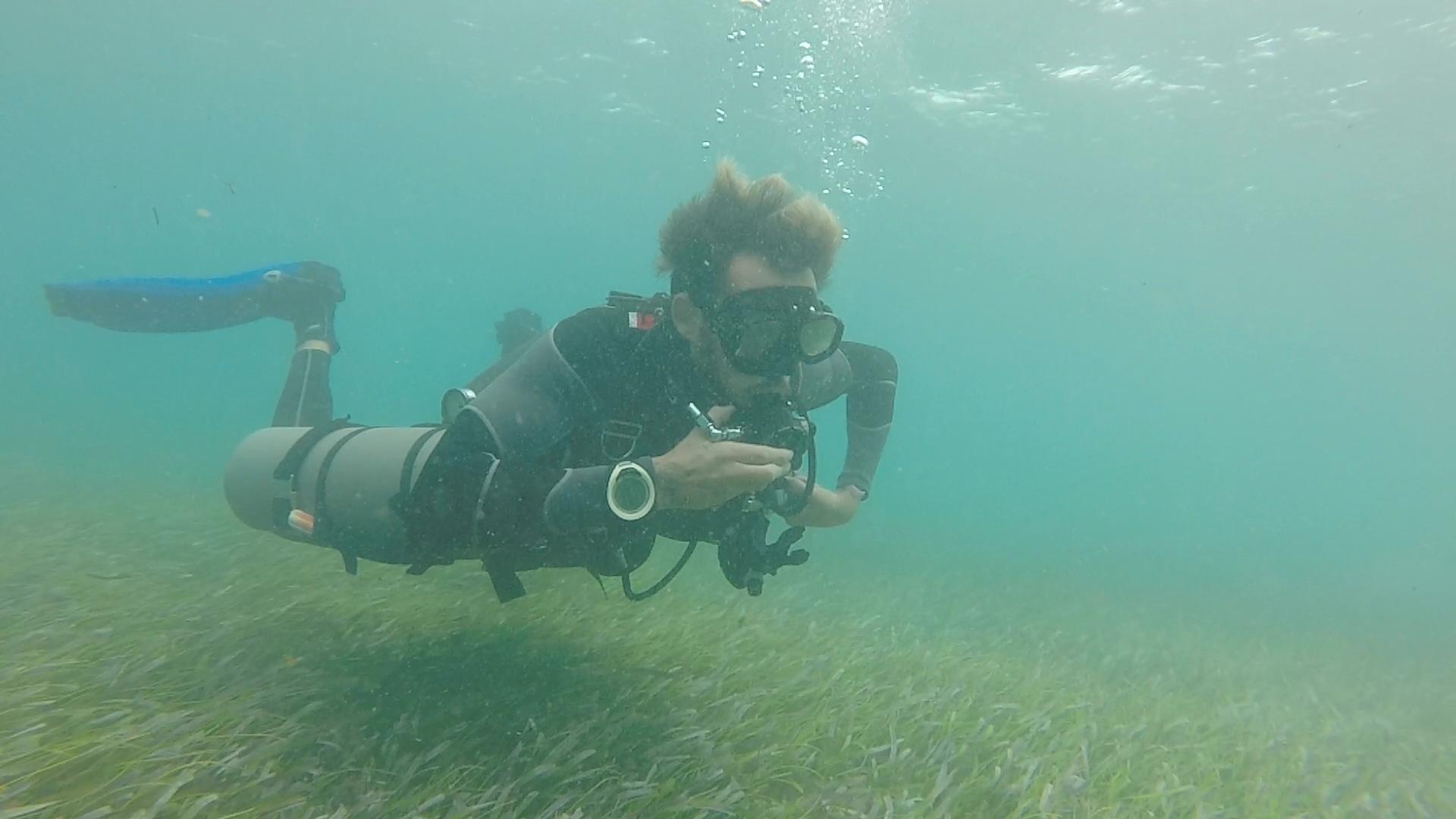 Sidemount diving Roatan Divers