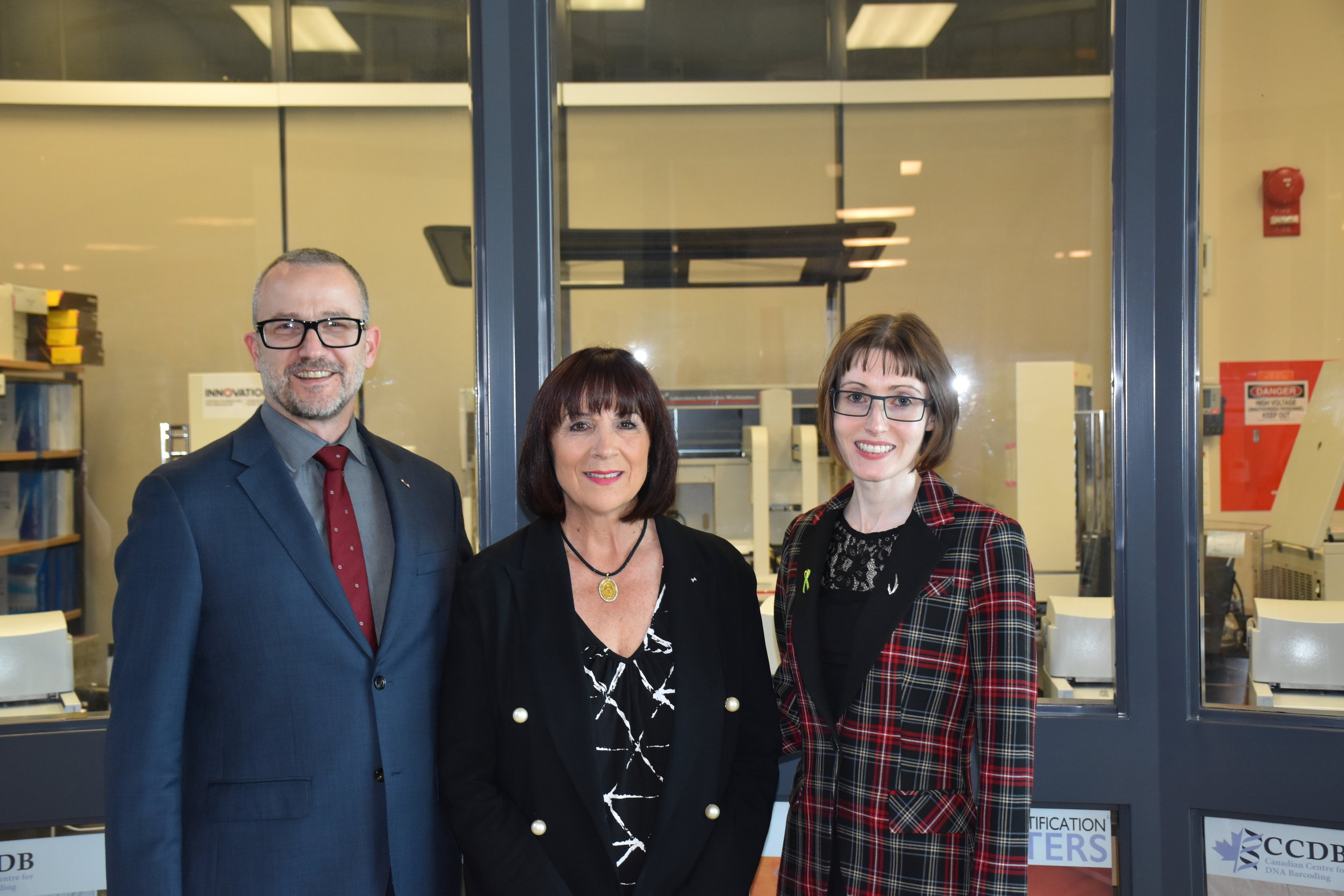 From left: College of Biological Sciences Dean Dr. Jonathan Newman, Rossana Magnotta, and Dr. Melanie Wills. Photo: Kevin Golsalves, University of Guelph.