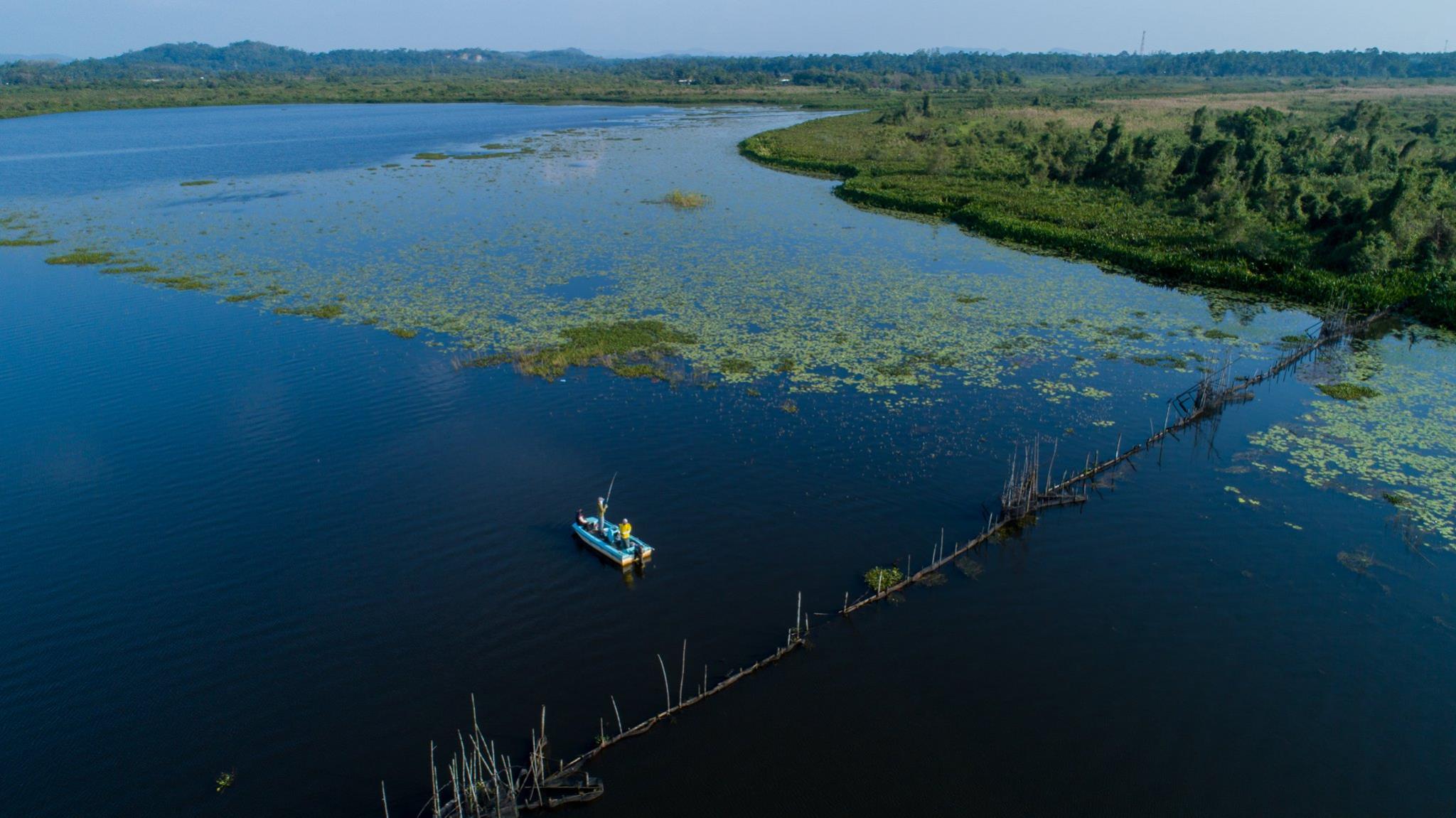 Bolgoda Lake Fishing Sri Lanka.jpg