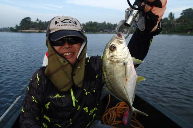 Baby Trevally Lure fishing Bolgoda Lake.jpg