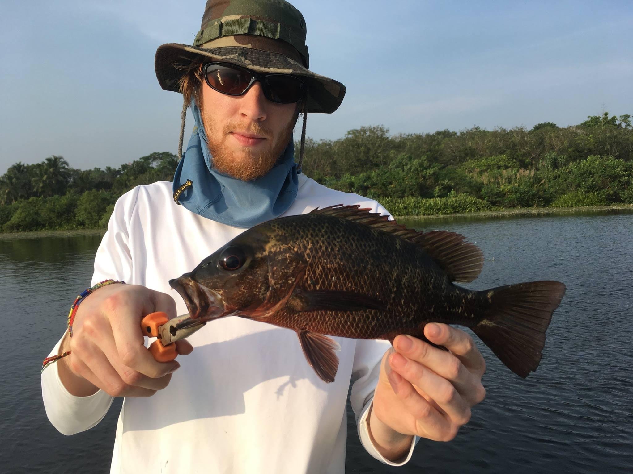 Fishing at Bolgoda Lake Sri Lanka.jpg