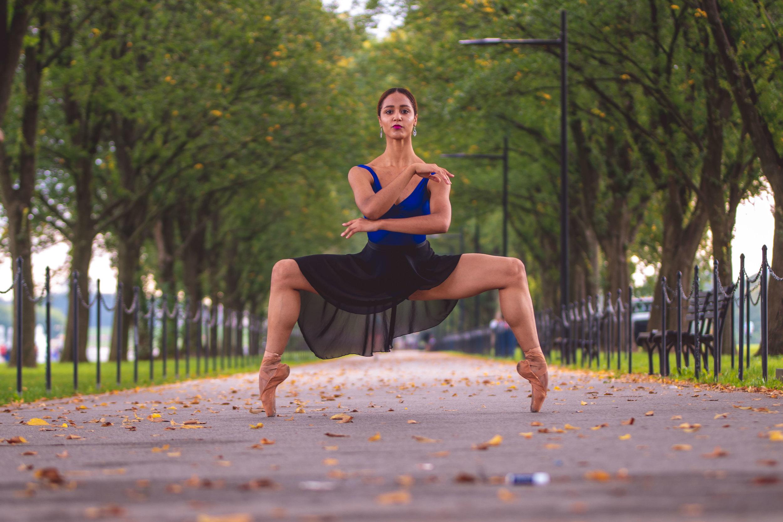 Audrey_Malek_Black_Ballet_Dancer_at_Lincoln_Memorial_Leanila_Photos_DC_Photographer-018.jpg