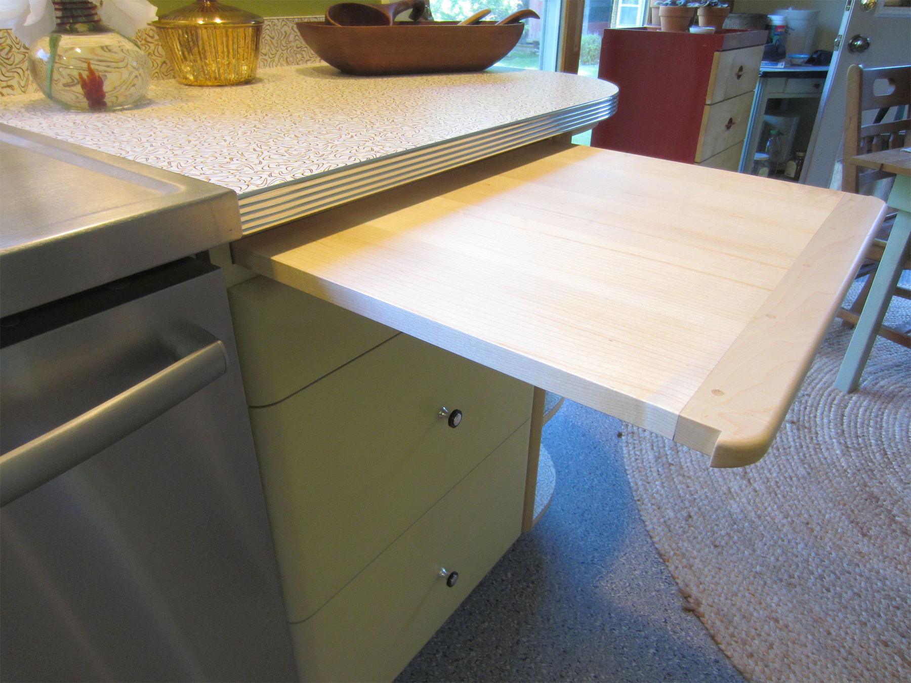 Oakledge kitchen-02: maple cutting board & Wilsonart boomerang laminate countertop with aluminum/chrome edging
