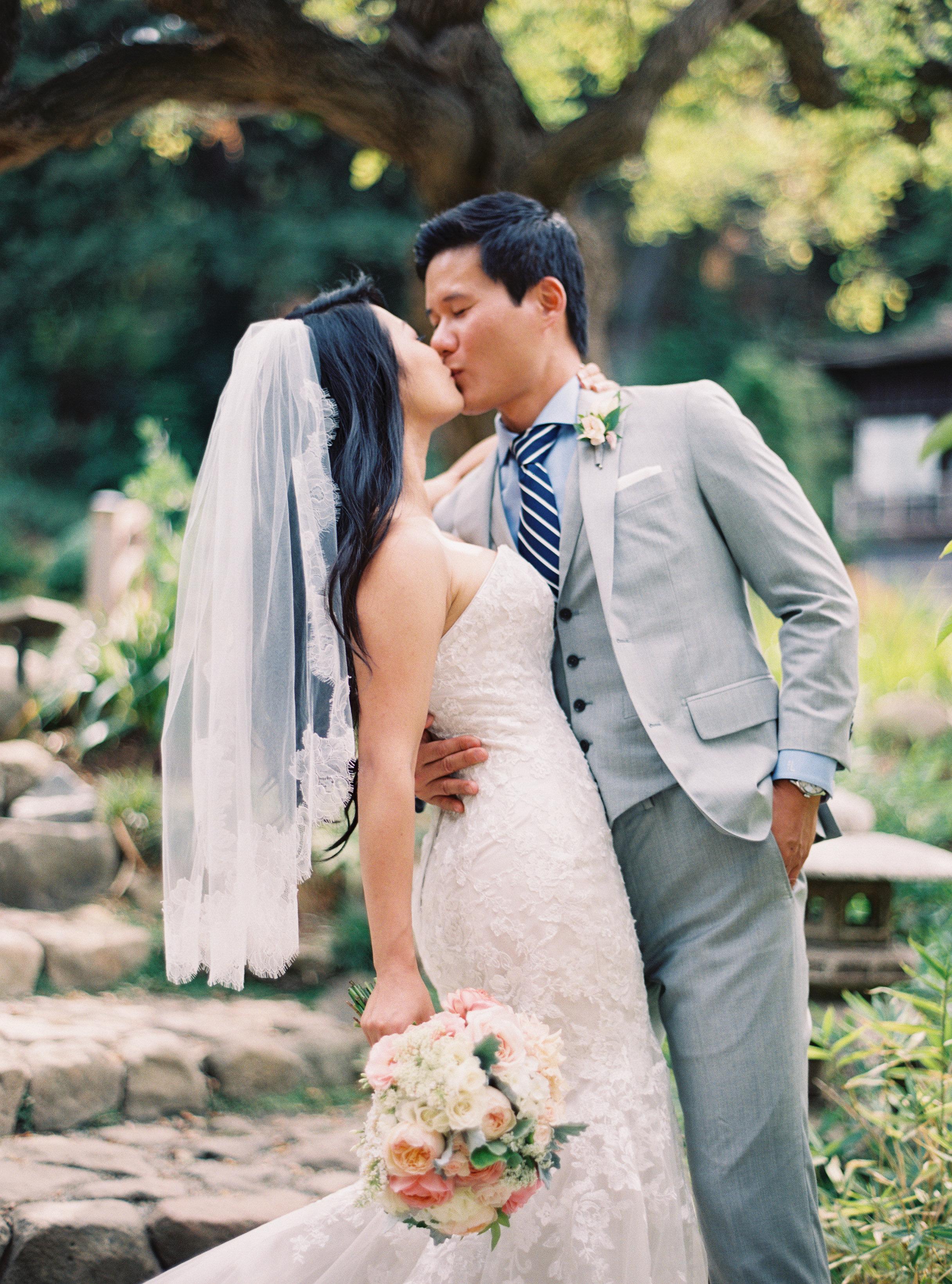 LindaTranPhotography-Flowerstory-Saratoga-wedding-kiss.jpg