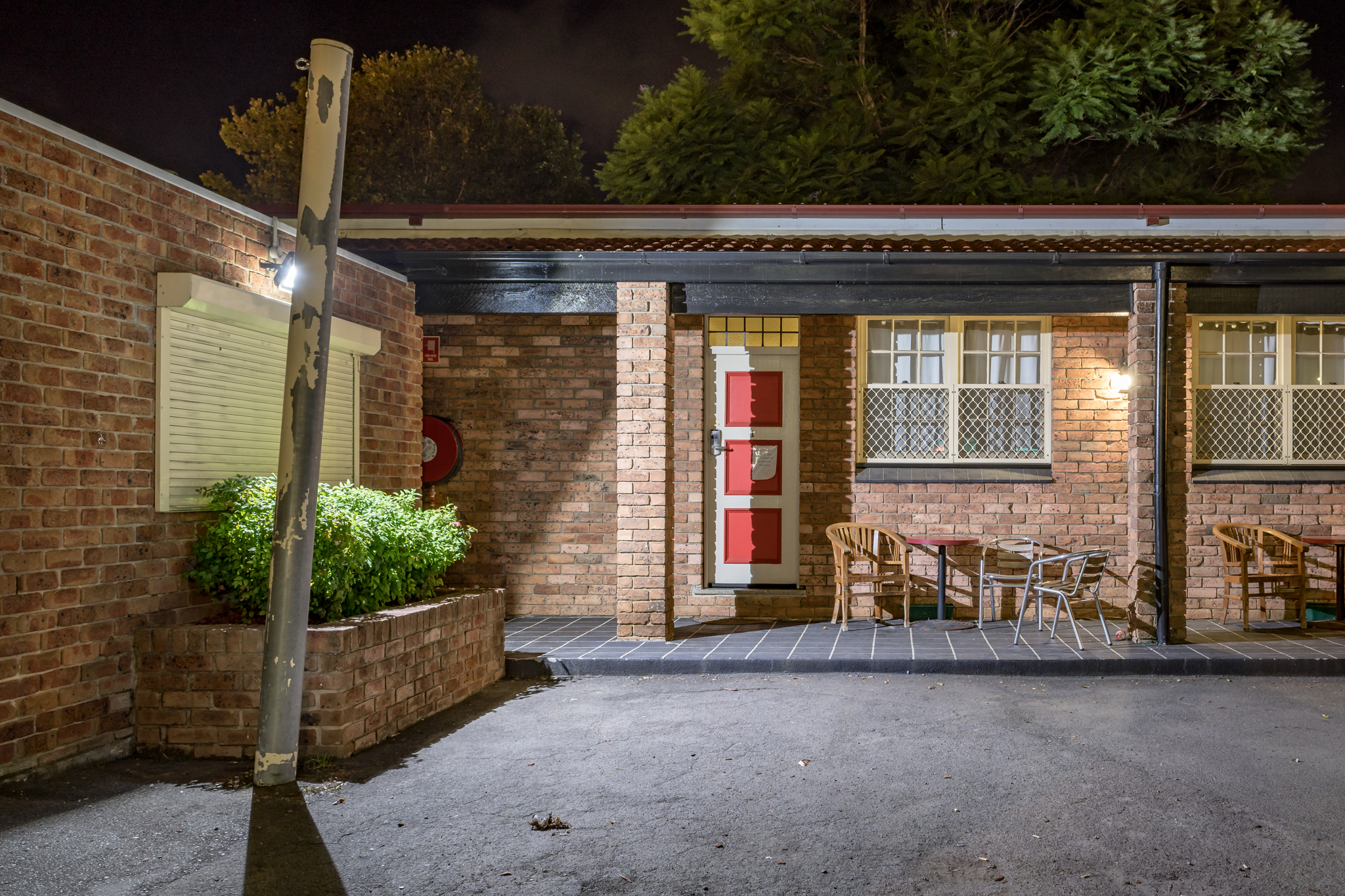 Richmond Inn, Richmond | Less than an hour from Katoomba, Blue Mountains and Sydney. Seconds away from public transport and restaurants. Features include Bar, Bottle Shop, Bistro, TAB, Beer Garden. Live Entertainment; Thursday Karaoke, Friday Live Bands, Saturday DJ. Bistro Boasts $10 Lunch Specials Monday - Friday. The motel offers clean, quiet and comfortable accommodation with convenient off-street parking. Fully equipped with Wi-Fi, Air-Con, T.V and tea coffee making facilities. Price unavailable.