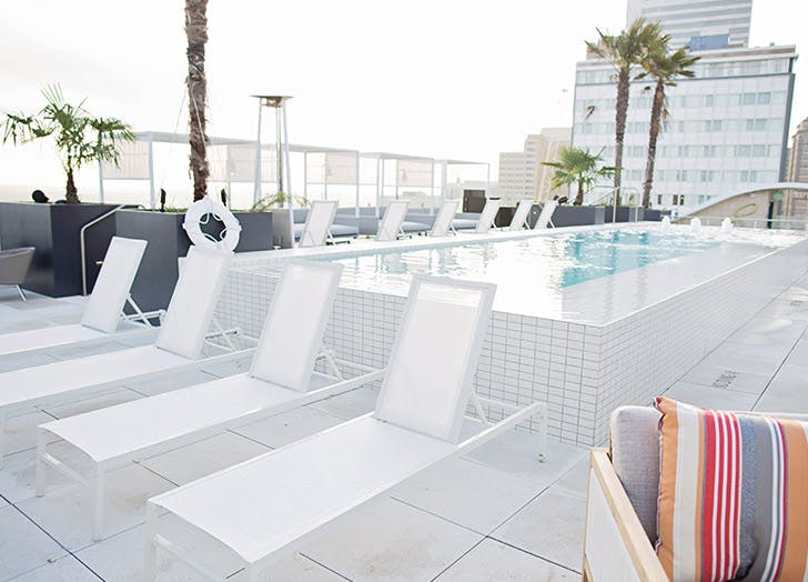 rooftop_water_proof_chairs_pool_white.jpg