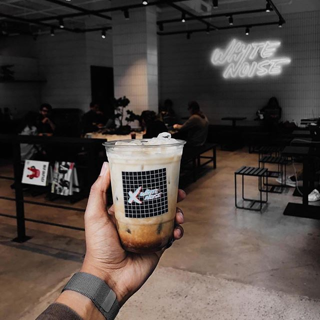 Every Monday should start with COFFEE.⁣ ⁣ 📷: @alfiefriday⁣ ⁣ #rebelscollective #caffeinated #mondaycoffee #refuel #firstcup #icedcoffee #creamandsugar #specialtycoffee