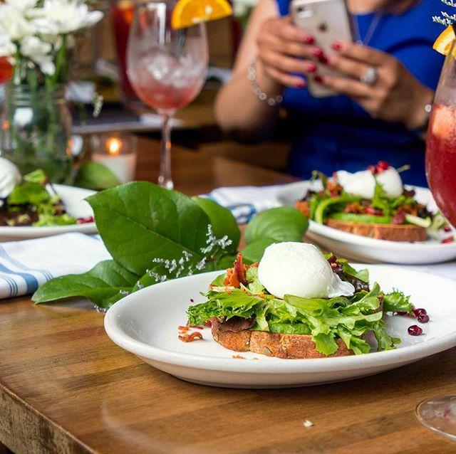 The moment before you #POP that #YOLK 🍳😍💕🍴🍹 @thebronxpublic . . . . #NYCFoodMuse #brunch #bronx #munchies #vice #viceland #ediblebronx #yelp #thrillist #nycgo #nytfood #todayfood #eaterny #infatuation #bonappetit #tastemade #buzzfeedfood #saveurmag #travelandleisure #cnntravel #condenast #time #timeoutnewyork #travelnoire #eggs #breakfast #influencermarketing #events