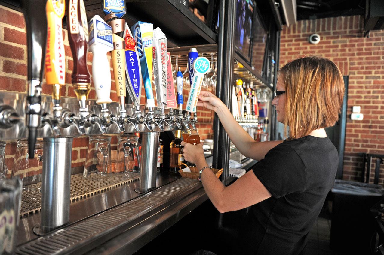 beertaps-bartender.jpg
