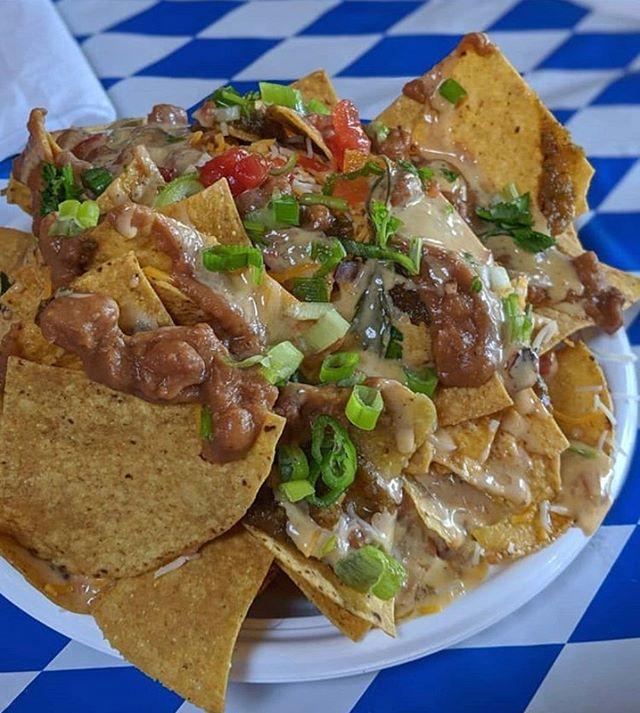 @howlintaco Texas Loaded Nachos 🤤 Thanks @kirkface_killah 😘 See y'all today! #howlintaco #queensbrewery