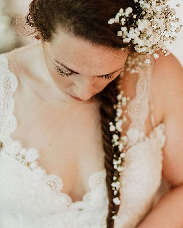 Just sent out the gallery for our destination wedding and goodness gracious. So many sweet moments! Here's Marissa writing out her vows right before the ceremony. Beautiful beautiful beautiful!