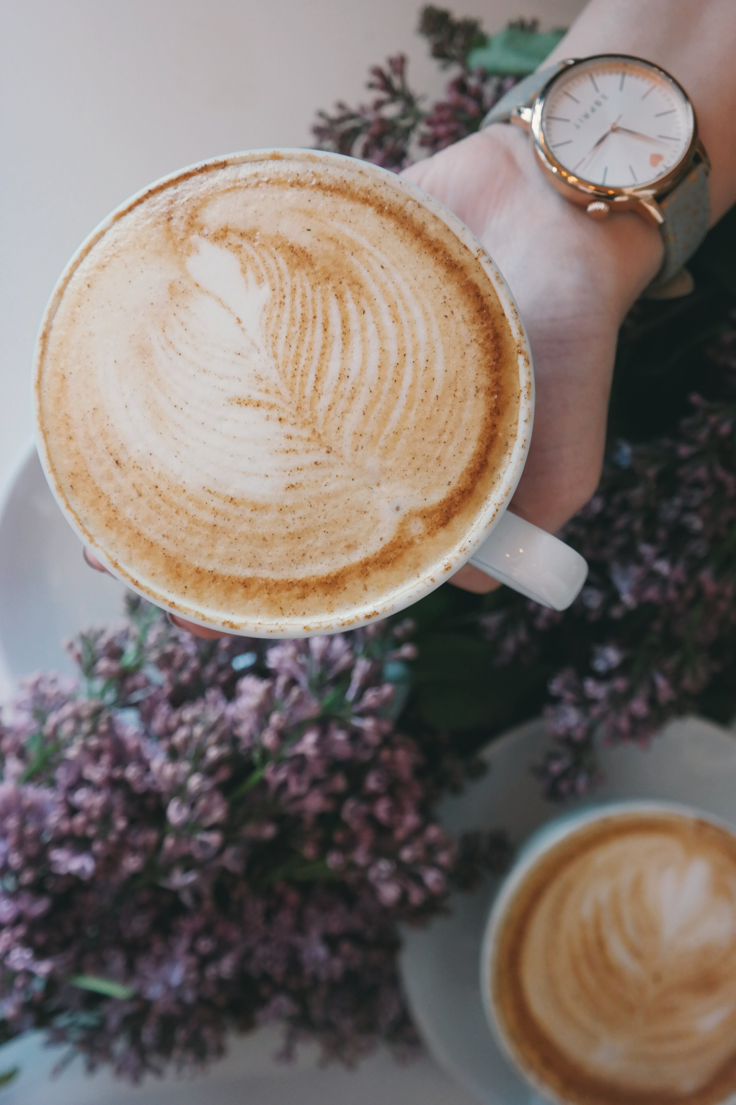 Healthy Latte Recipe - Salted Chocolate Peppermit by Bessie Roaming - If you love coffee and you are intermittent fasting you need to check out this recipe. You can still have delicious coffee on a fast! Click the image to see the recipe.