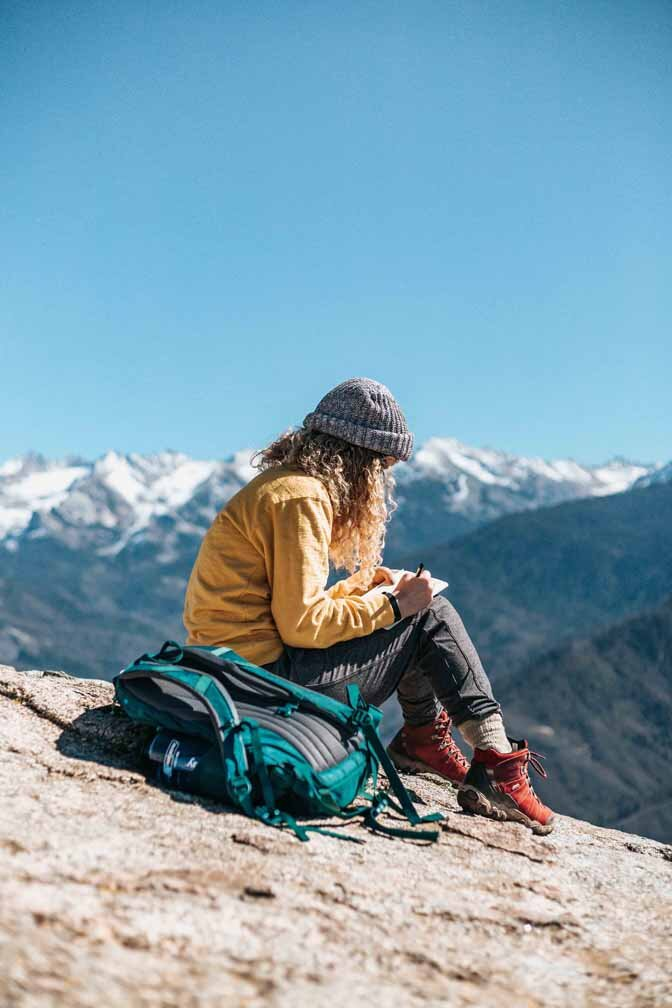 Cute Hiking Outfits for Fall 2019 by Bessie Roaming