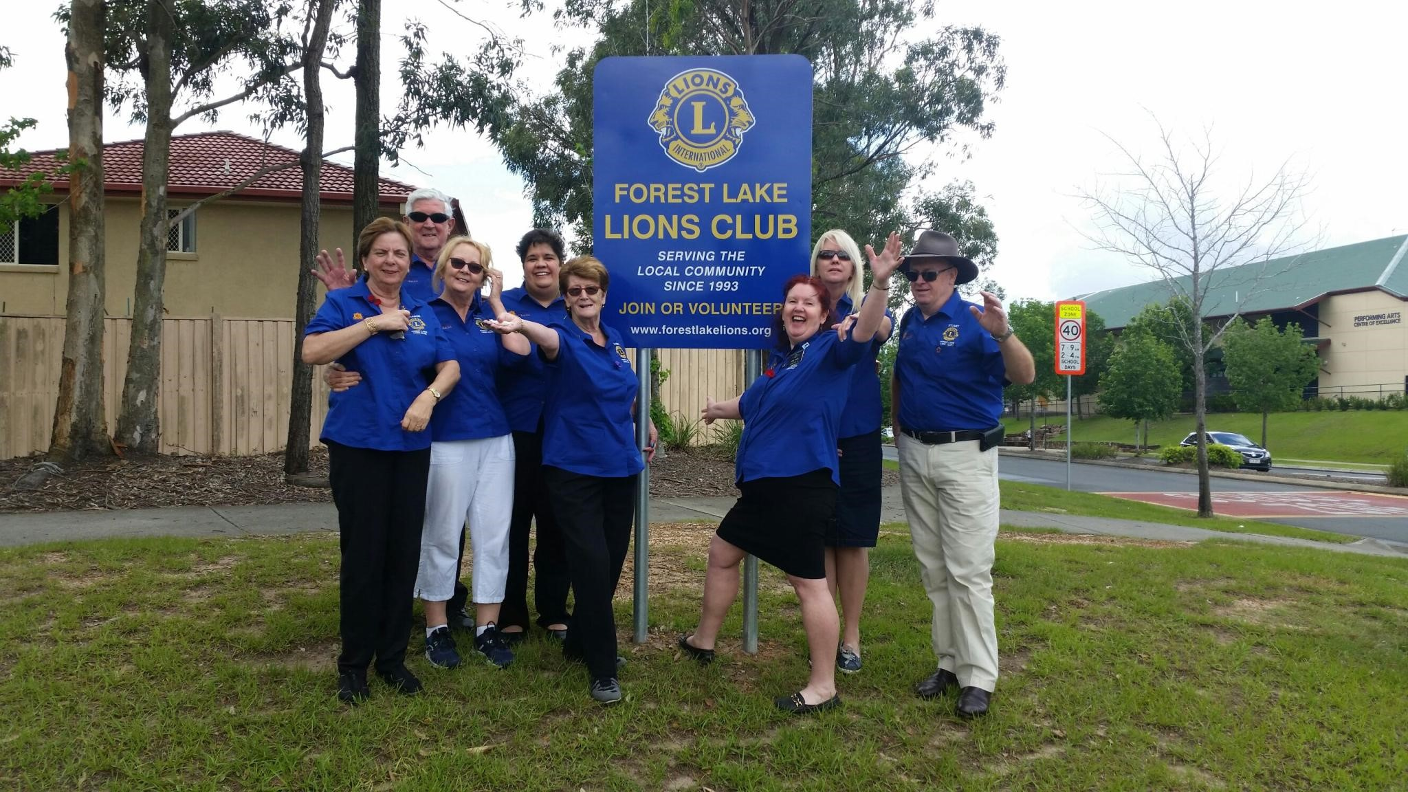 Club Members wearing Heritage Bank Lions shirts at the new sign at the rounabout near the Forest Lake Shopping Centre.jpg