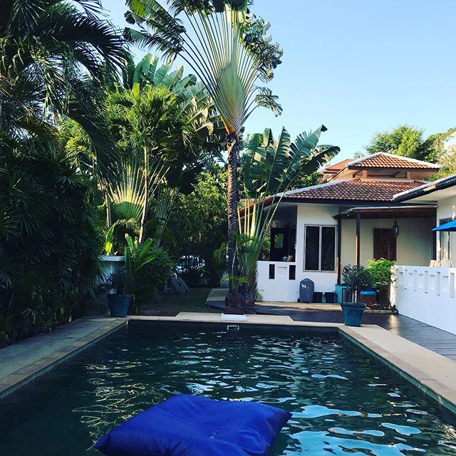 Float around the Balistone pool on these fabulous pool bean bags! Perfect way to view the palm trees! #kohsamui🌴 #visitthailand