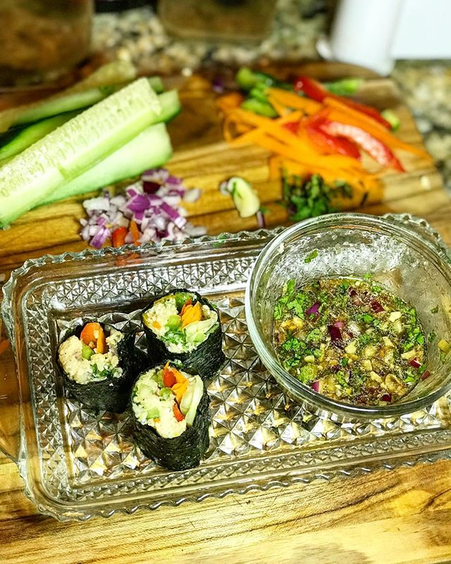 Raw Food Day 7:  RAW NORI WRAPS ... Raw Sushi is amazing and I used the same meal yesterday in this meal!  Just add cauliflower rice, red and green peppers, carrots, and cucumber!  Dip in your favorite soy sauce..... #cooklikeaboss #feed #foodislife #rawfoods #cookonabudget #comeeatwithaggie #cookingislife #rawfood #noriwraps #rawnoriwraps