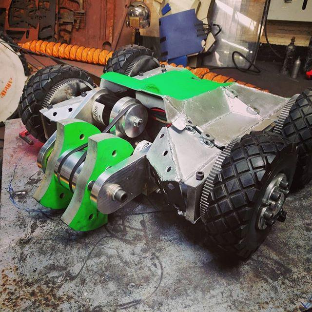 Engineering meets fun! CAD to creation. 110kg fighting robot. It's great mix it up #robot #extremerobots #engineering #cad  www.alexandermarler.co.uk