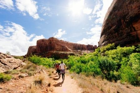 hikers.in.desert.jpg