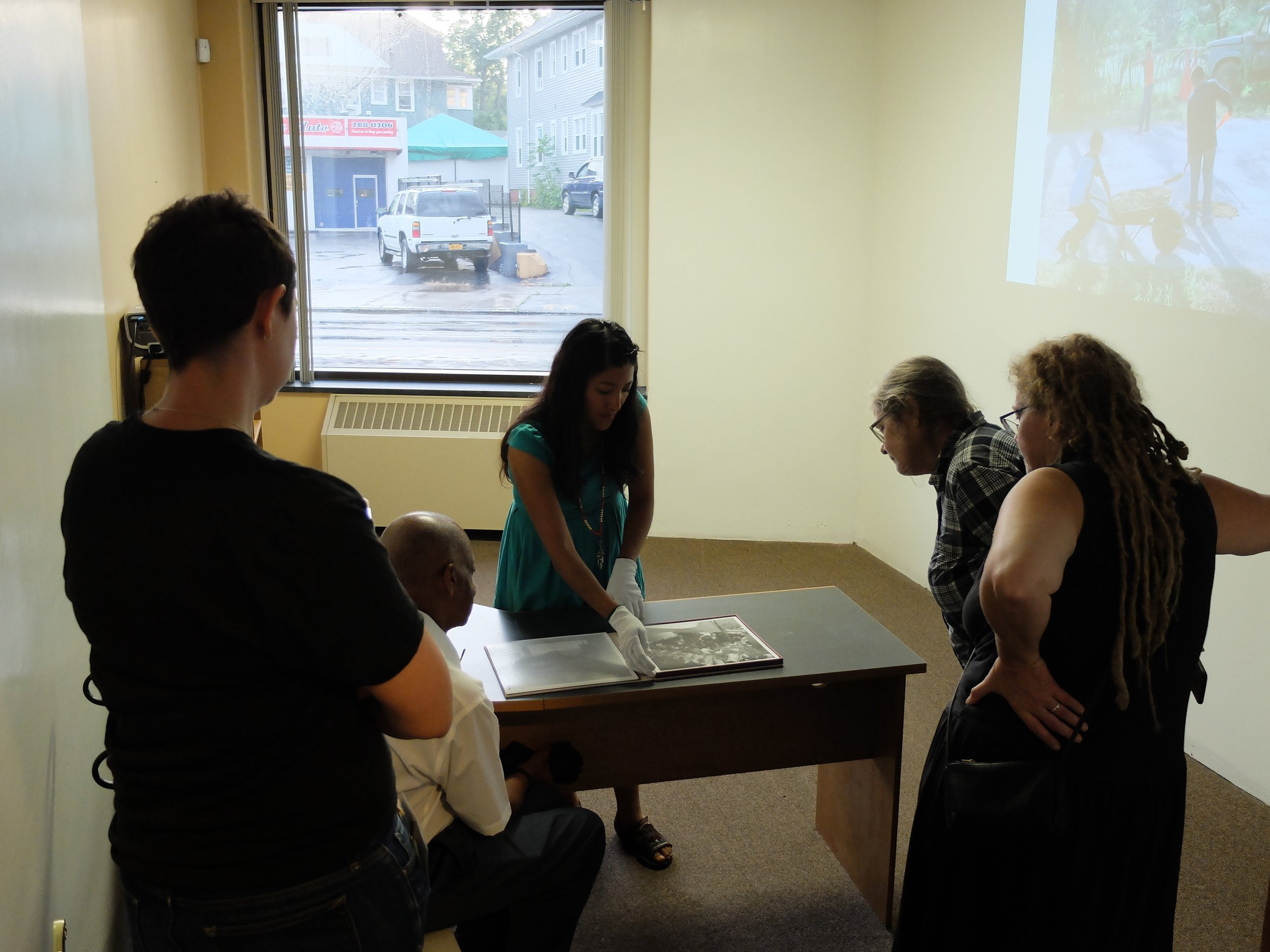 Photographer Citlati Fabián shows guests her portfolio.