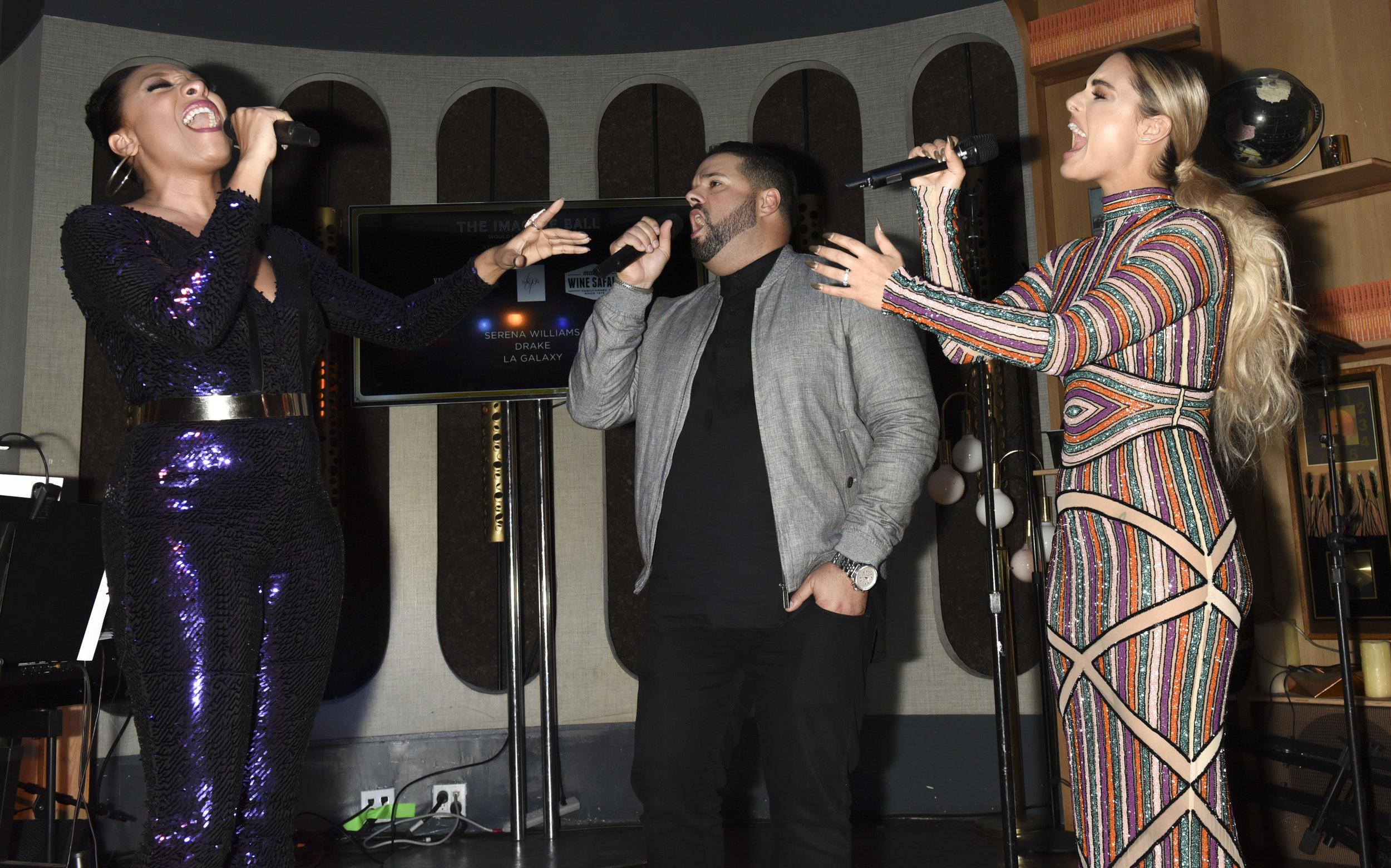 IBall Singers.jpg