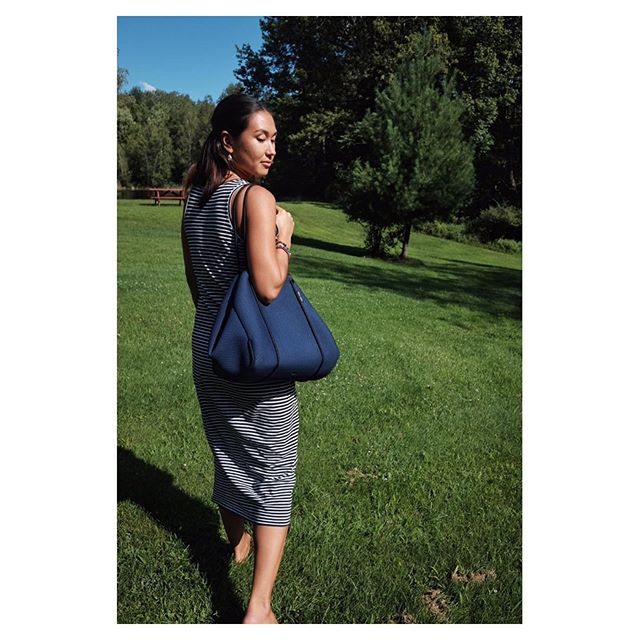 Walking into the weekend with my Deep Navy Fitness Tote.  I love this bag. It comes with me to work, the studio, the country and the beach.  Get yours from @yellow.willow.yoga using my discount code ARLYNN10 💙.