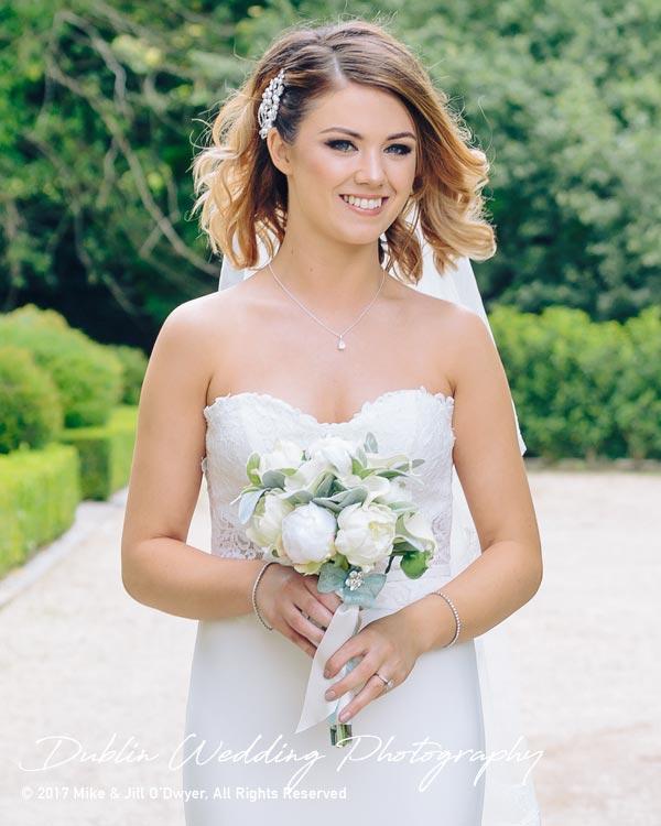 Cliff at Lyons Bride & Bouquet
