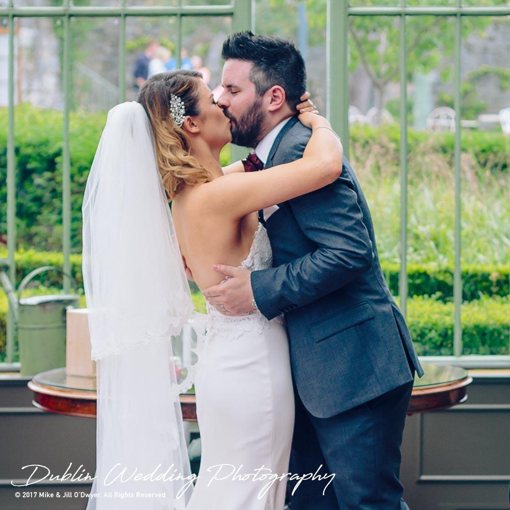 Cliff at Lyons wedding Brides & Groom kiss