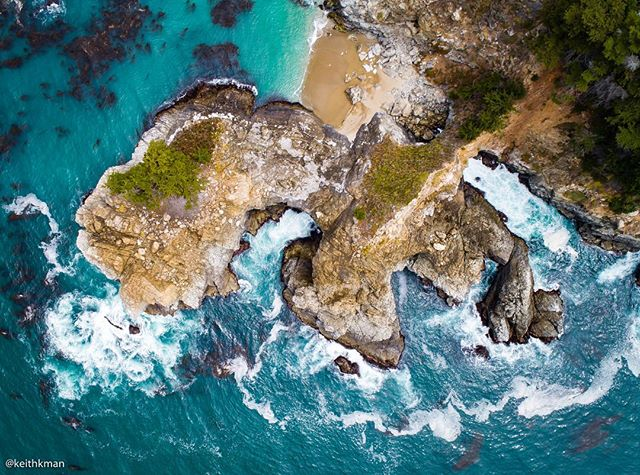 """Originally named """"el país grande del sur"""" (the big country of the south) officially became Big Sur in 1915 when the local post office opened. The blue ocean waters here are some of my favorite views in California."""