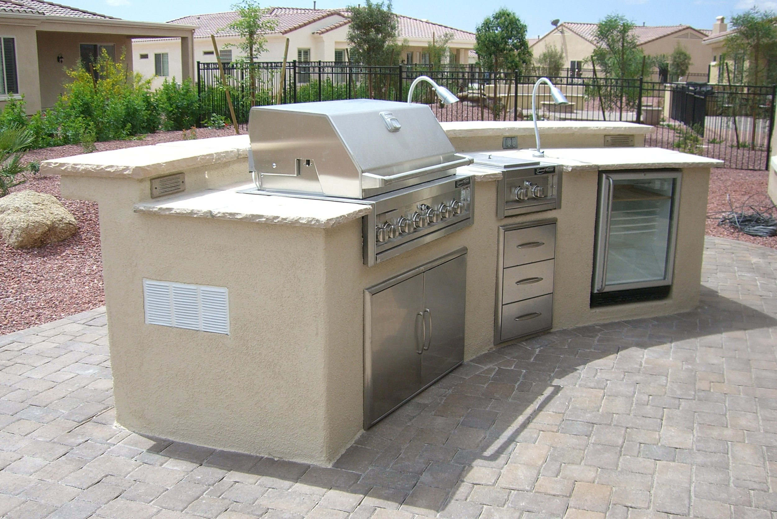 Curved BBQ Island with raised bar top.JPG