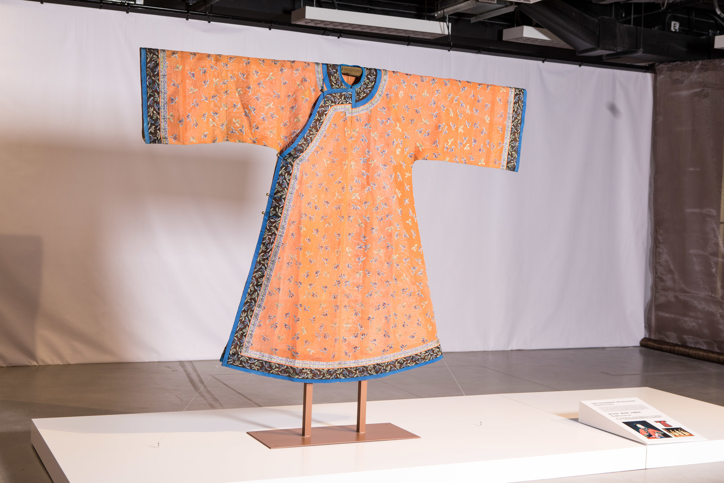 Lady's Embroidered Silk Gauze Robe, Late Qing Dynasty, 19th Century, HKDI Fashion Archive Collection