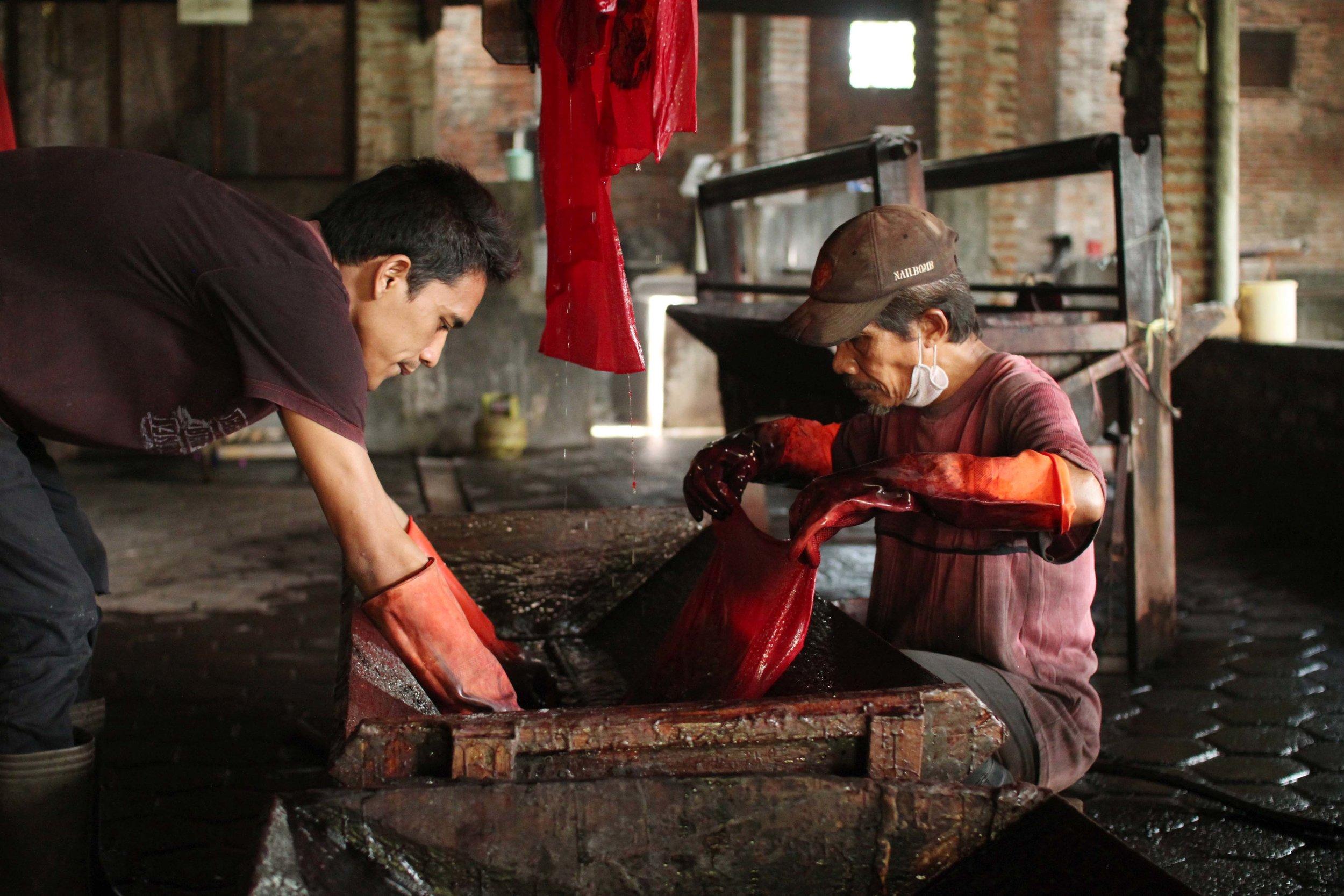 batik-in-batik-tohal-workshop-pekalongan-indonesia12