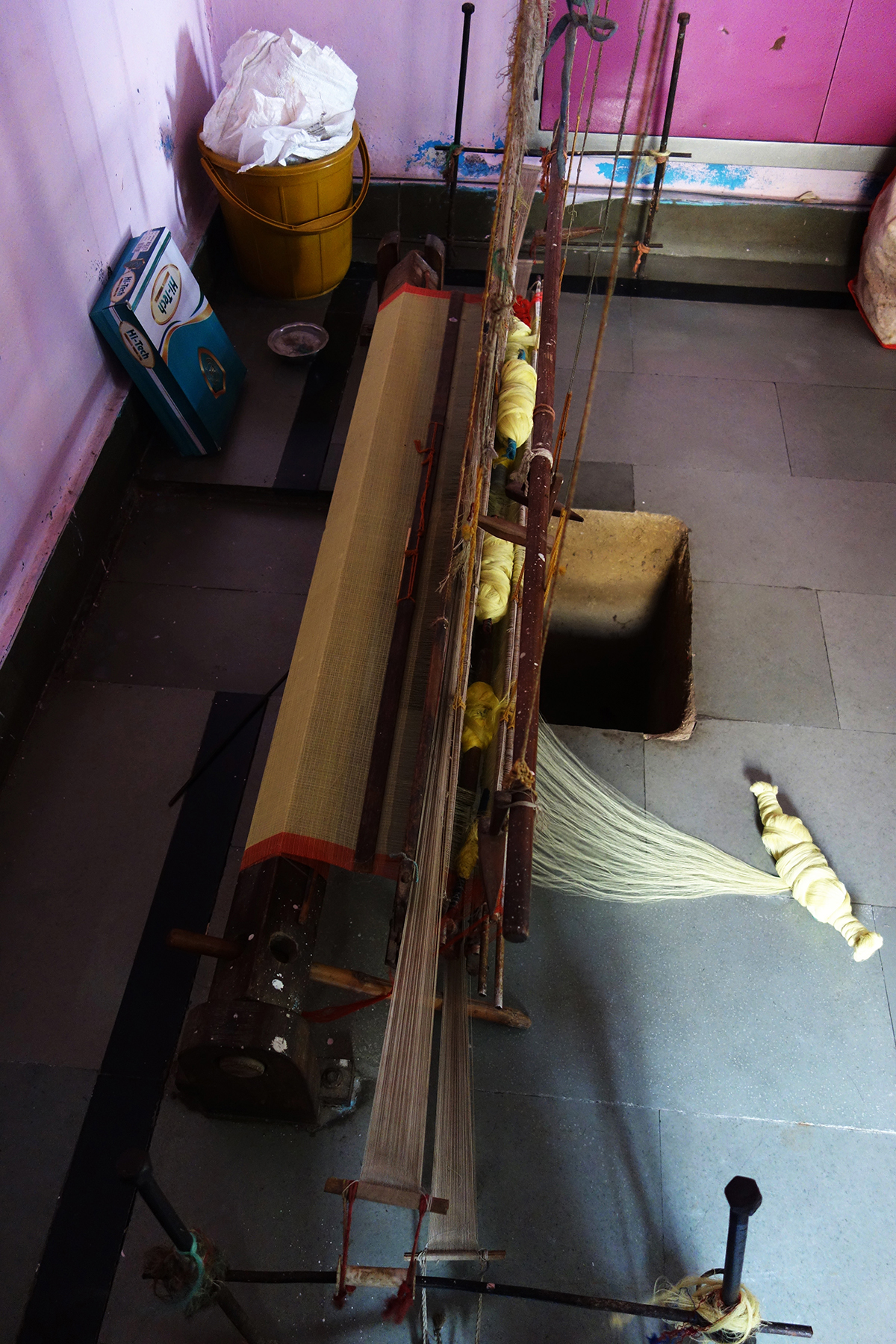 The simple hand-throw shuttle pit loom
