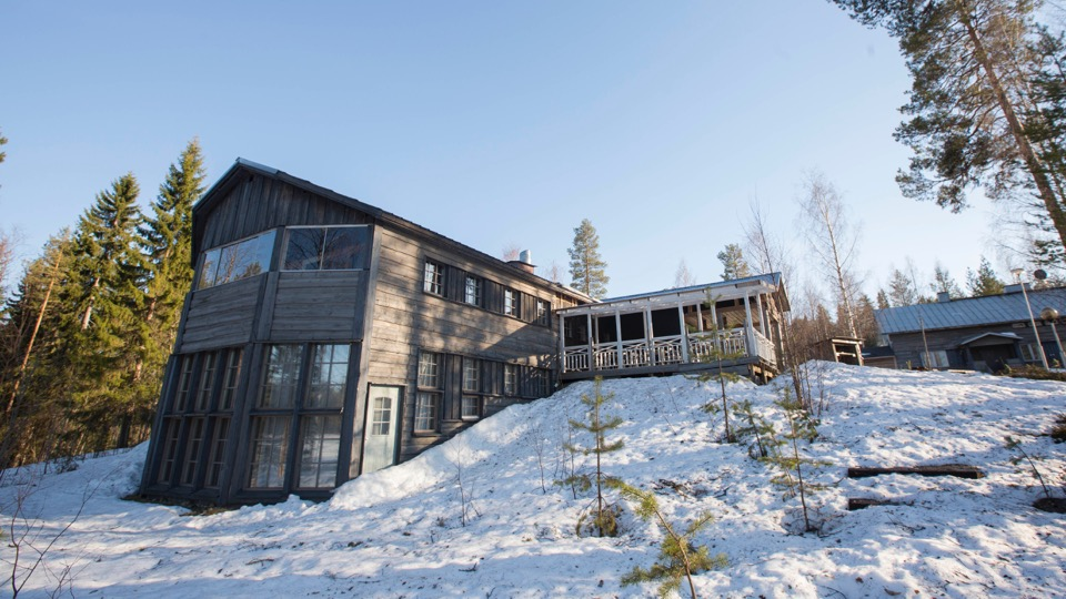 The lodge in it's beautiful wild surrounding, as the snow recedes quickly.