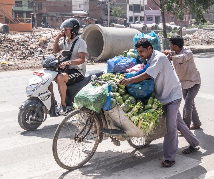 Onto market, Katmandu by Ian Beck
