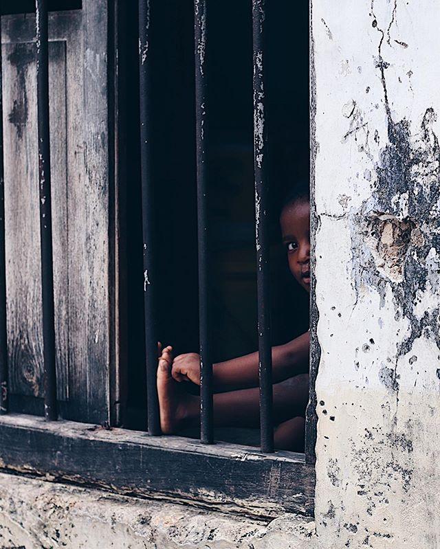 👀 #zanzibar #stonetown #photosafari #unguya #canonnordic #curiousboy #spottedamzungu #iamfluentinswahilinow #asante
