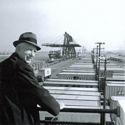 Malcolm_McLean_at_railing,_Port_Newark,_1957_(7312751706).jpg