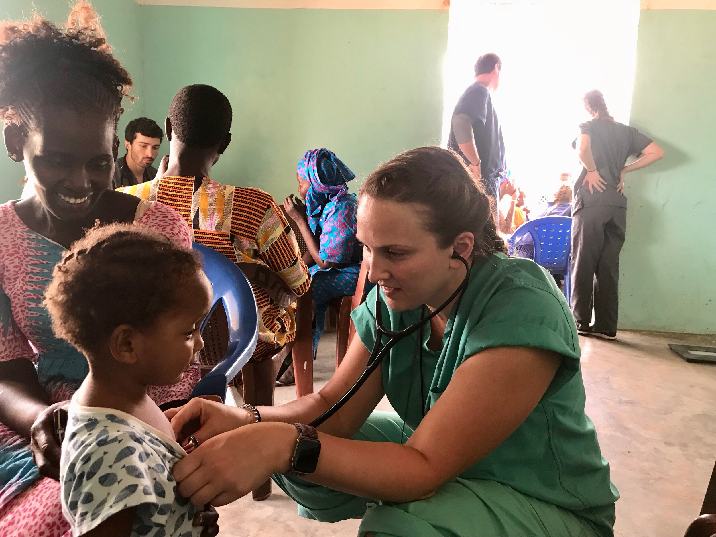 Medical students from South treating locals