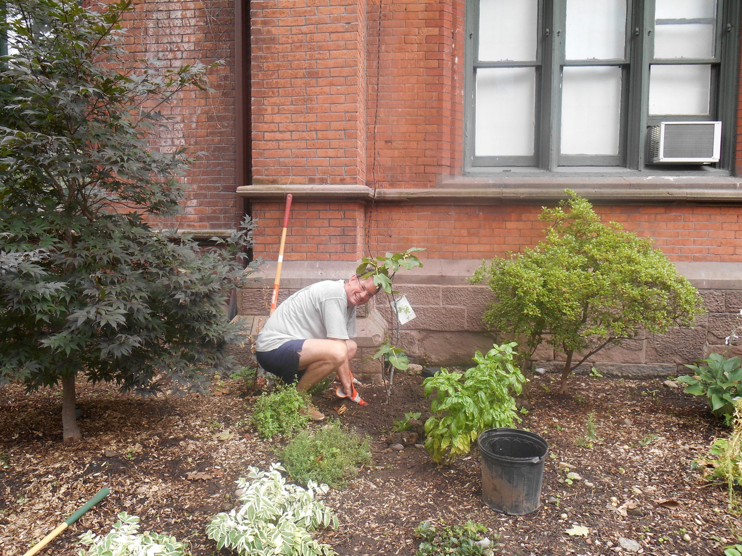 Labor-Day-Gardening.jpg