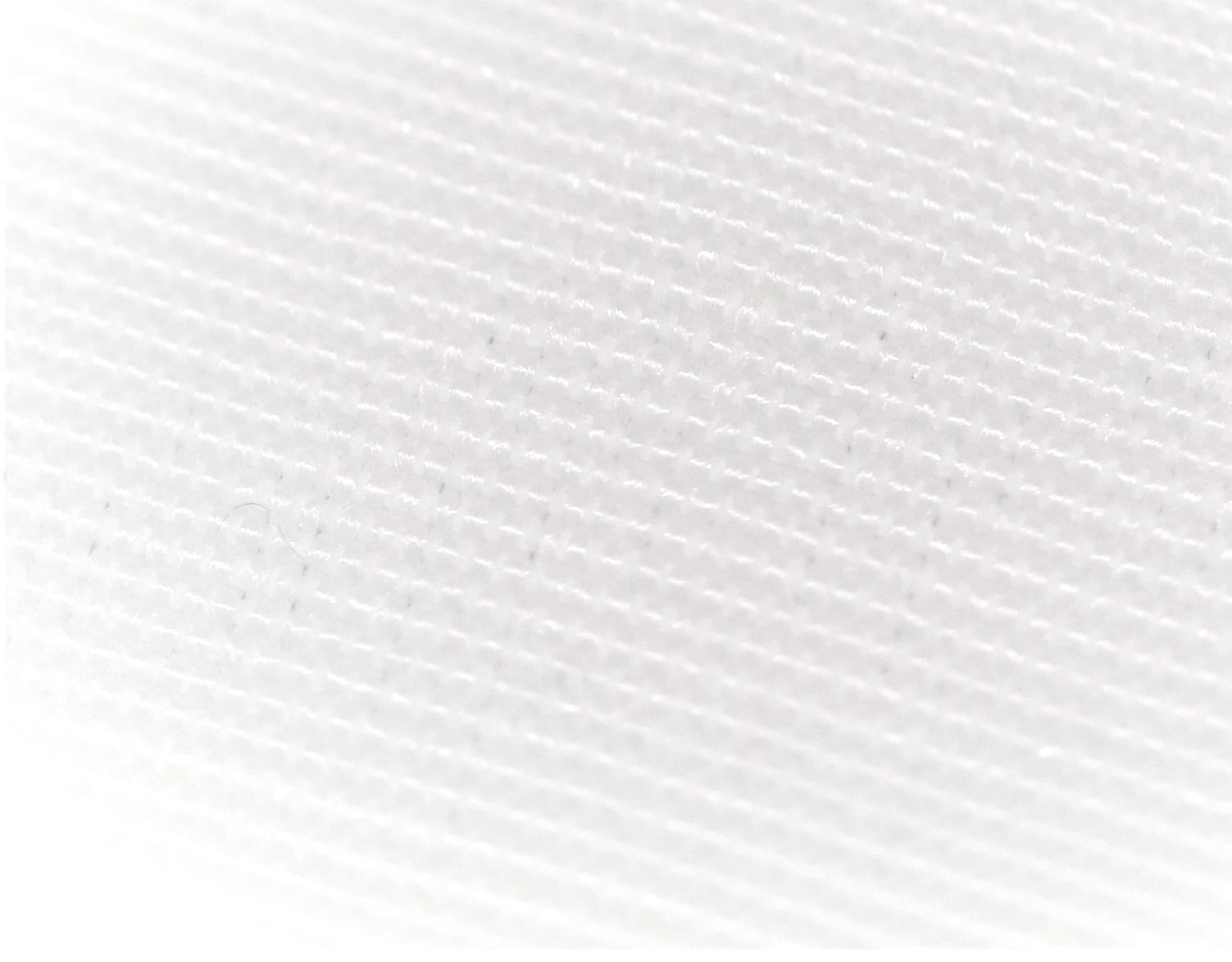 Le compétiteur spécialisé - Bien que ce soit des microfibres tissées extrêmement serrées et que ce soit une housse spécialisée pour personnes allergiques offrant la protection anti acarien, nous pouvons apercevoir plusieurs trous qui laissent présager que la barrière anti acarien n'est pas aussi efficace qu'avec la technologie du haut.